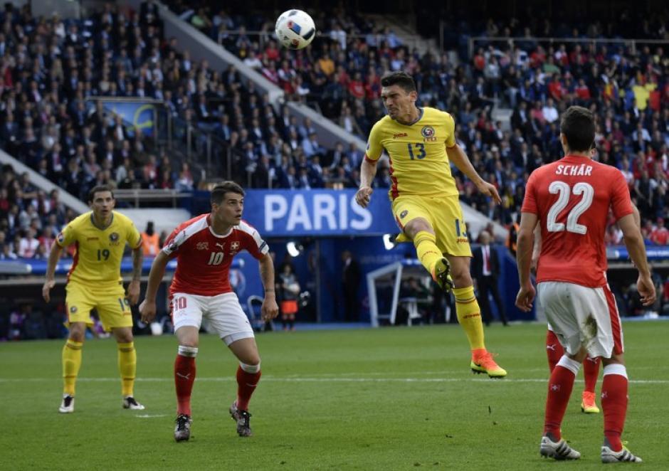 Rumania deberá de ganar en la última fecha y esperar resultados para saber si clasifica. (Foto: AFP)