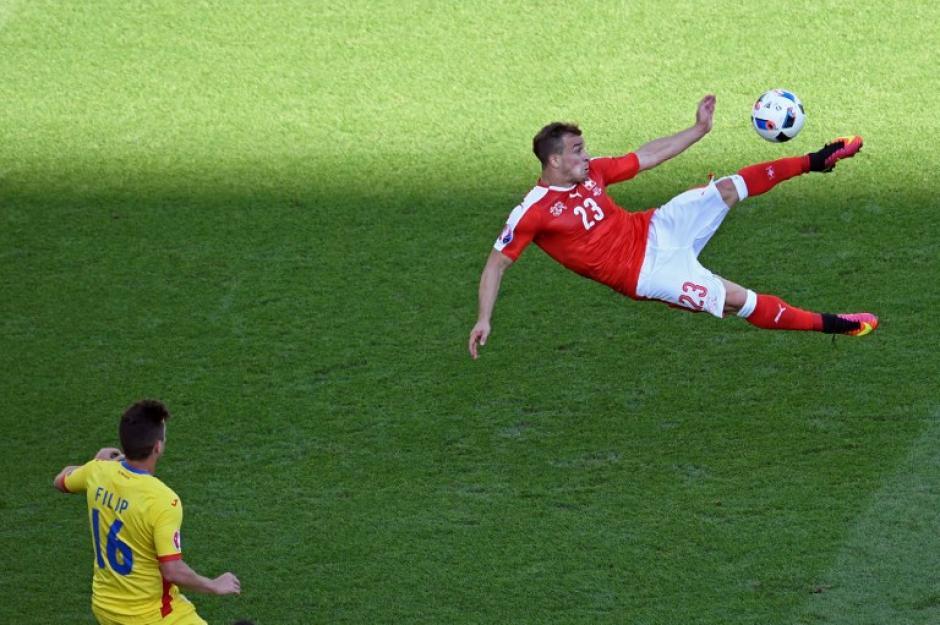 Suiza perdía, pero en el complemento empataron y siguen con vida en la Euro. (Foto: AFP)
