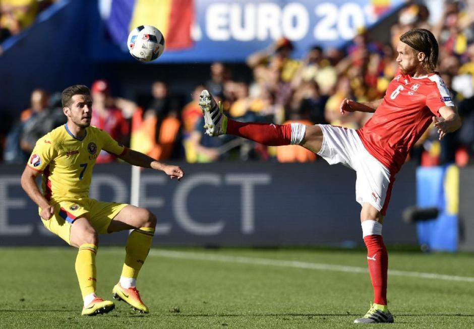 Suiza rescató un punto y definirá su clasificación a la siguiente ronda ante Francia. (Foto: AFP)