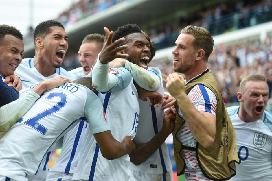 Inglaterra derrotó a Gales en el descuento (90+2) con un gol de Sturridge. (Foto: AFP)