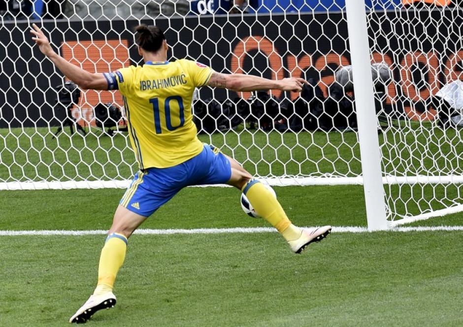 El sueco Zlatan Ibrahimovic no pudo anotarle a Buffon. (Foto: AFP)