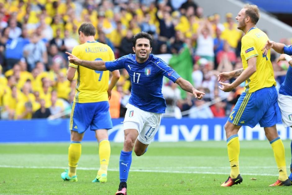 Italia consiguió su pase a octavos de final. (Foto: AFP)