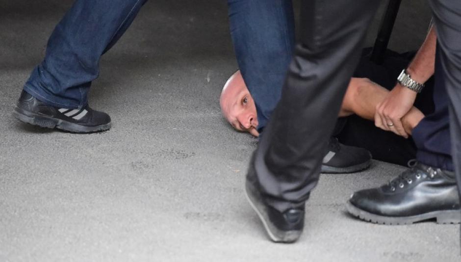 La policía tuvo que intervenir, hubo algunas capturas para evitar que pasara a mayores. (Foto: AFP)