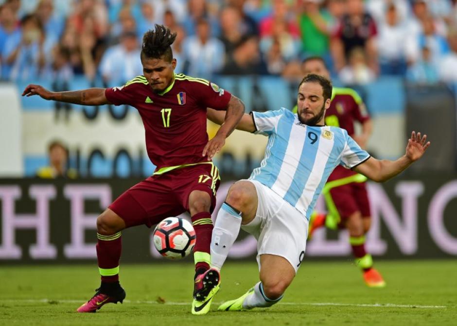 En el primer tiempo hizo doblete Gonzalo Higuaín. (Foto: AFP)