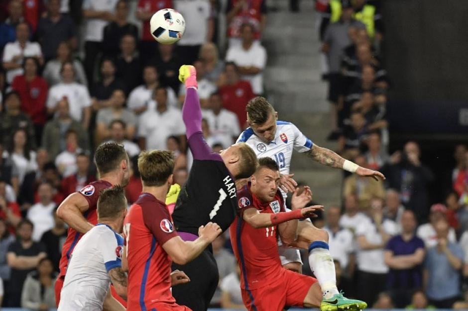 Los ingleses fueron más, pero les faltó marcar en la última línea para abrir el marcador. (Foto: AFP)