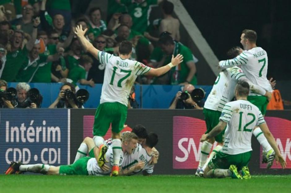 Irlanda derrotó a Italia y jugará ante Francia en los octavos de final. (Foto: AFP)