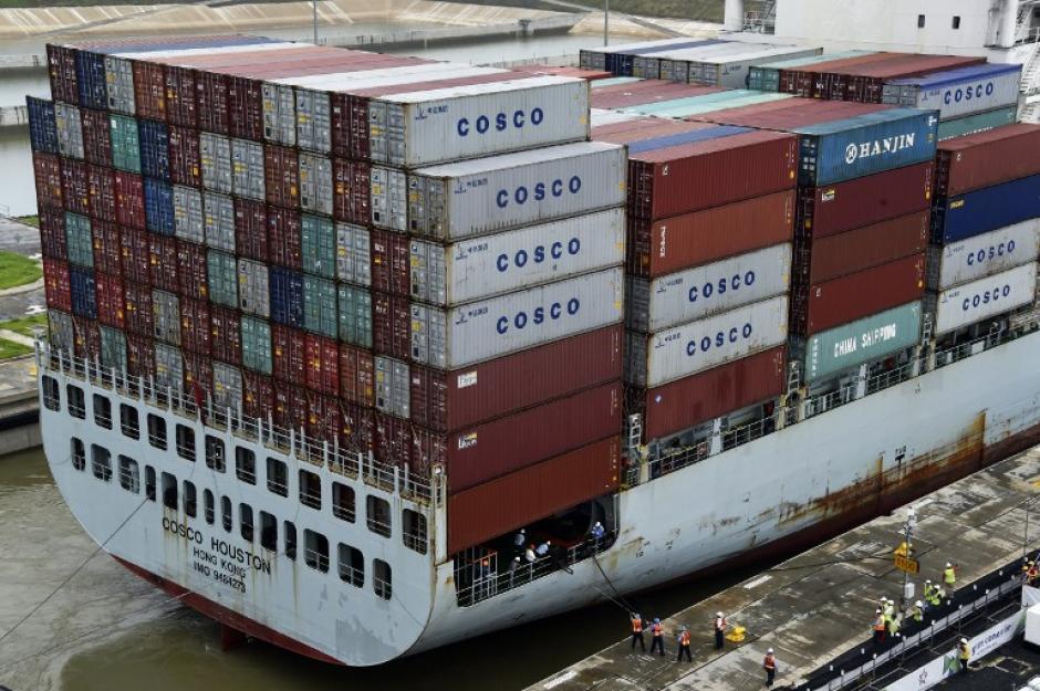Por el nuevo Canal panameño podrán pasar mercantes con hasta 14 mil contenedores. (Foto: AFP)