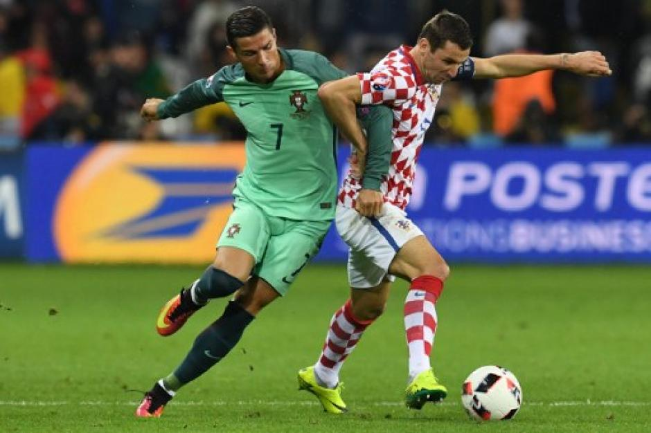 Cristiano Ronaldo fue clave en la jugada previa del gol portugués, tras haber rematado a portería. (Foto: AFP)
