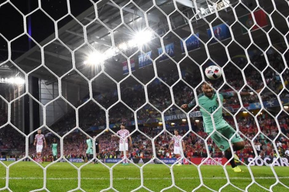 Con la portería a merced convirtió Quaresma. Portugal está en cuartos de final. (Foto: AFP)