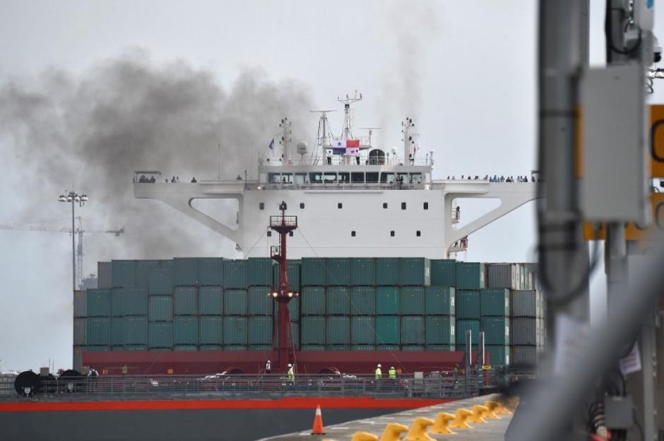 Un gigantesco navío chino inició este domingo el tránsito inaugural por los 80 km de la vía. (Foto: AFP)