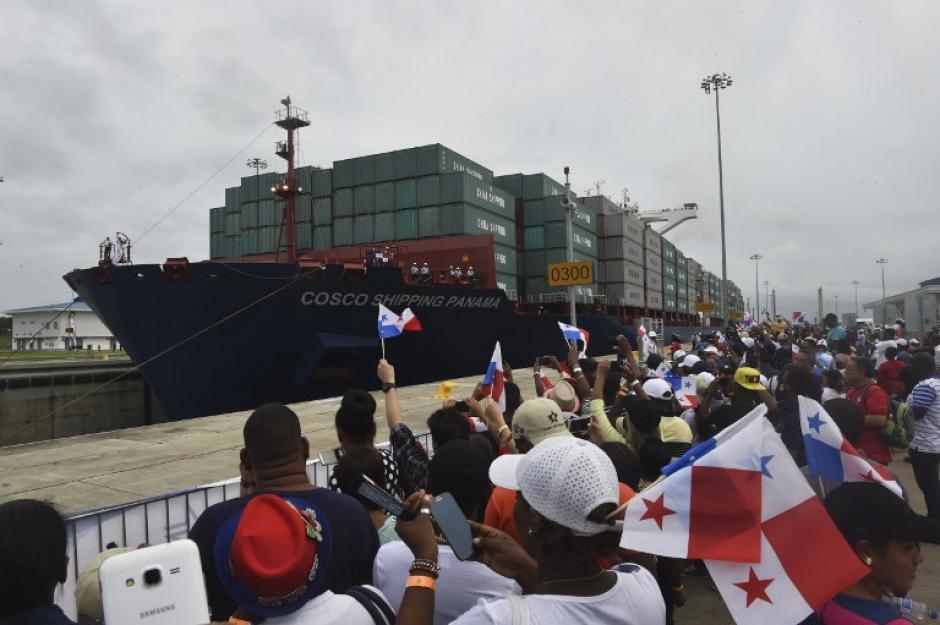 El Cosco Shipping Panama fue el primer buque en pasar por el Canal Ampliado. (Foto: AFP)