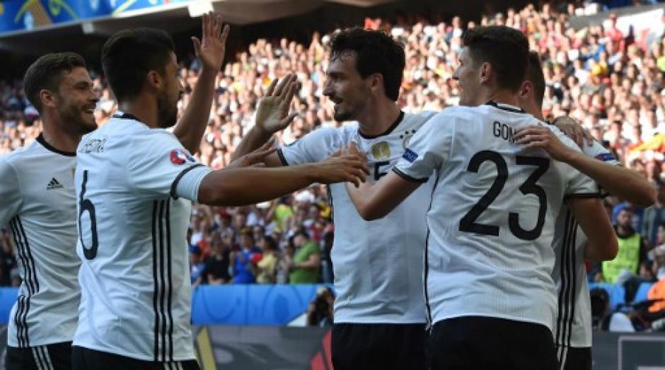 Alemania se clasificó a los cuartos de final y espera rival que podría ser España o Italia. (Foto: AFP)