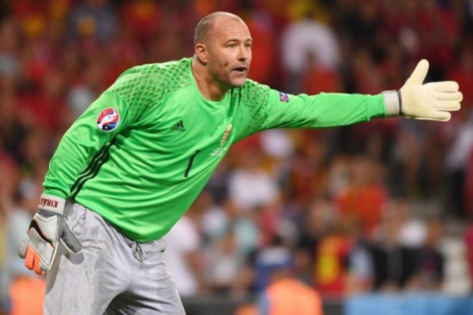 El gran Gabor Kiraly jugó bien pero recibió 4 goles (AFP)