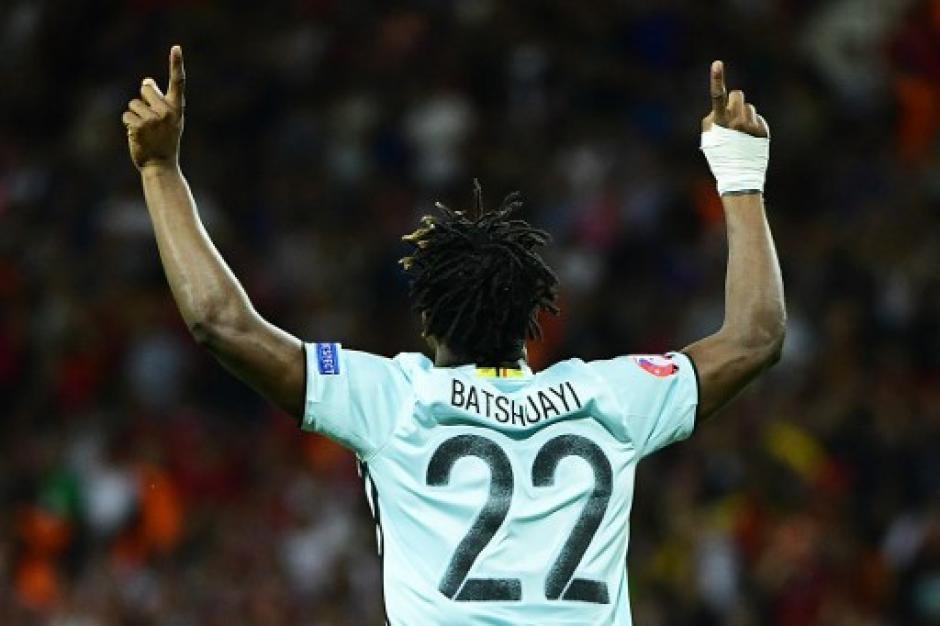 Michy Betshuayi metió el gol de la tranquilidad (AFP)
