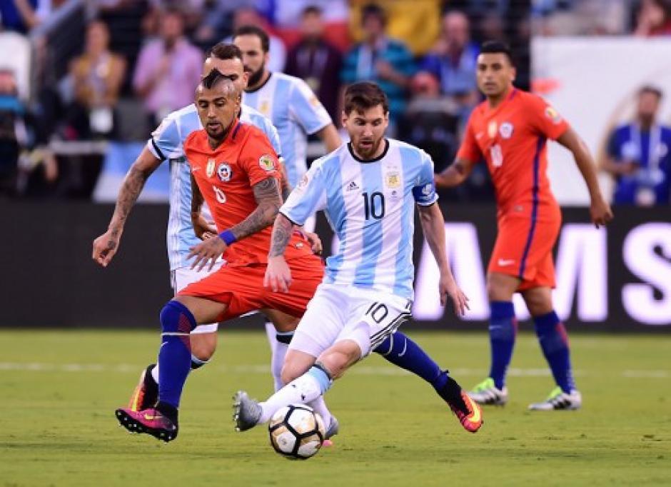 Messi fue bien marcado durante todo el partido; no pudo marcar diferencia en los 90 minutos. (Foto: AFP)