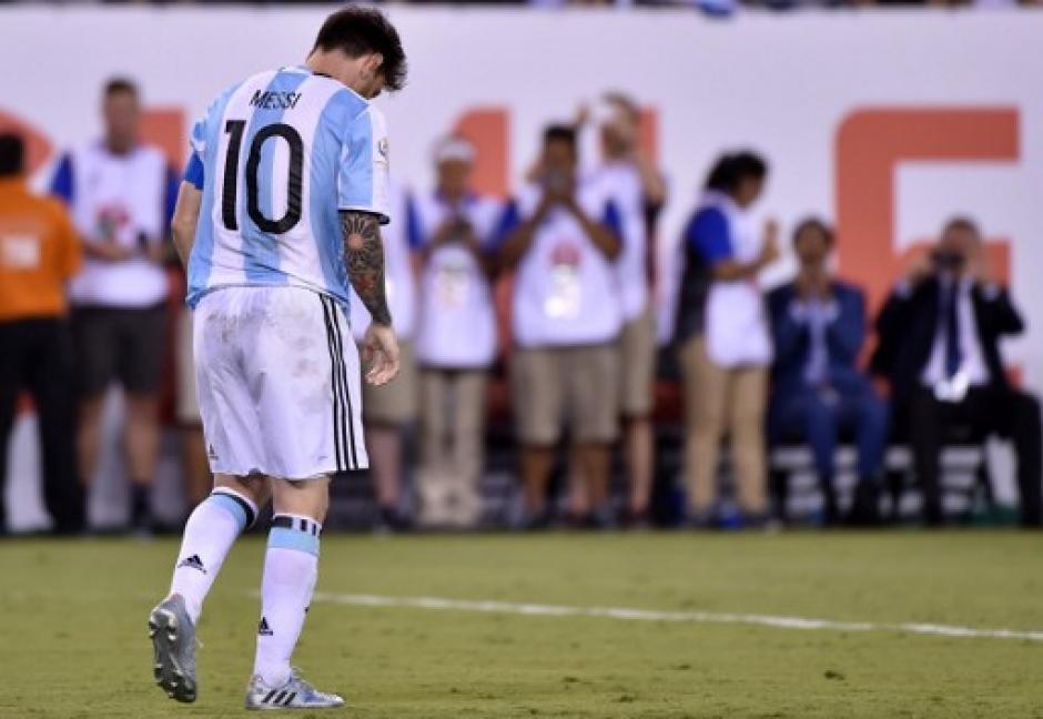 Leo Messi falló el primer tiro de los penales de Argentina. (Foto: AFP)
