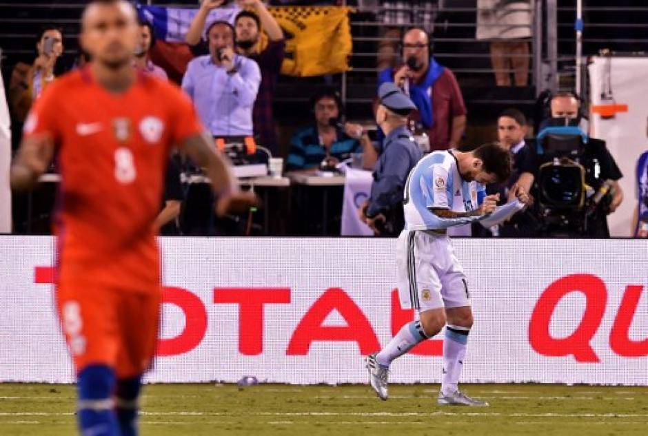 Messi falló uno de los penales, su desazón era evidente. (Foto: AFP)