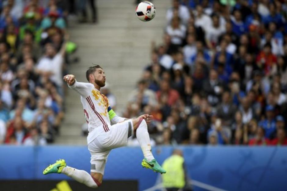 Sergio Ramos y la Selección española no podrán revalidar el cetro en la Euro 2016. (Foto: AFP)