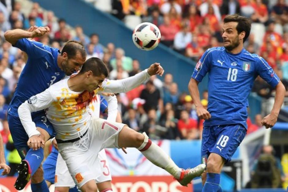España intentó por distintas vías pero no pudo abrir el cerrojo italiano. (Foto: AFP)