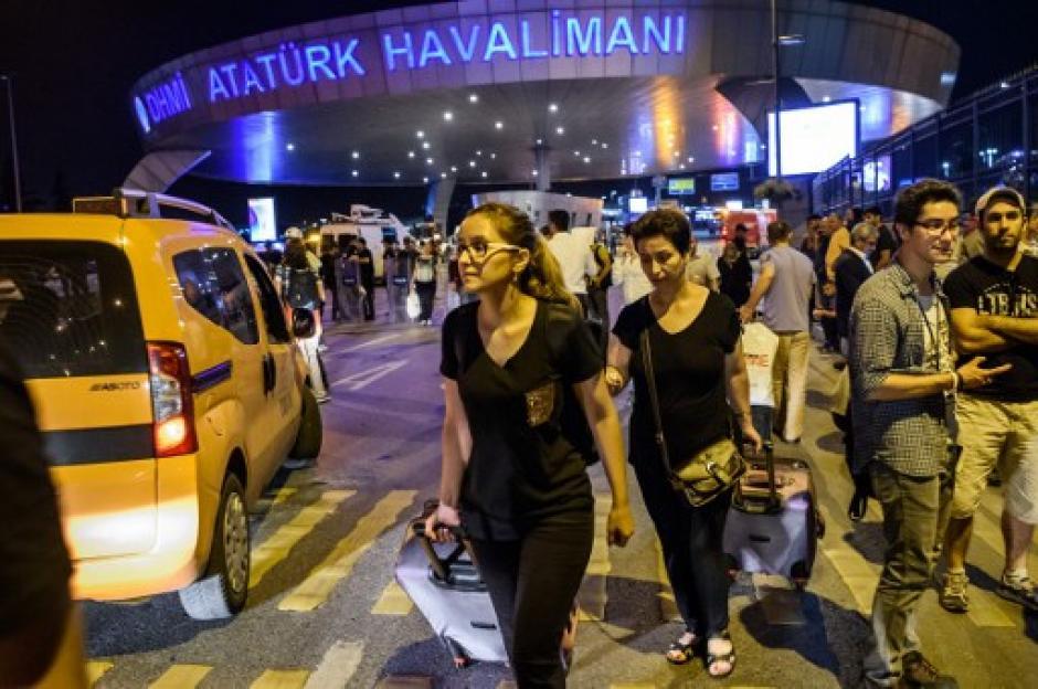 Momentos de terror se vivieron en Estambul. (Foto: AFP)