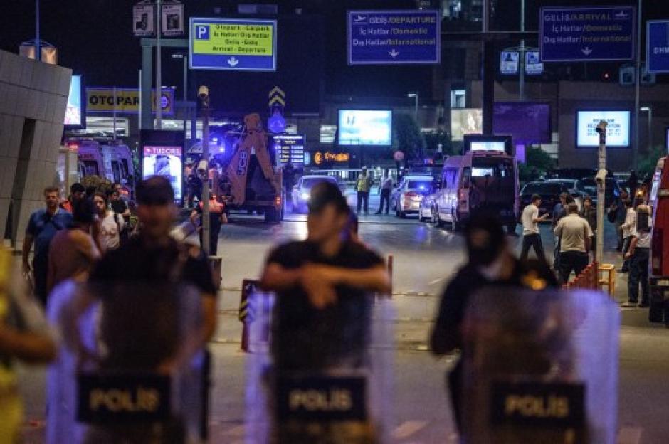 Las autoridades tomaron las calles cercanas al recinto. (Foto: AFP)