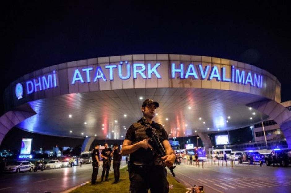 Las operaciones fueron suspendidas en el aeropuerto. (Foto: AFP)