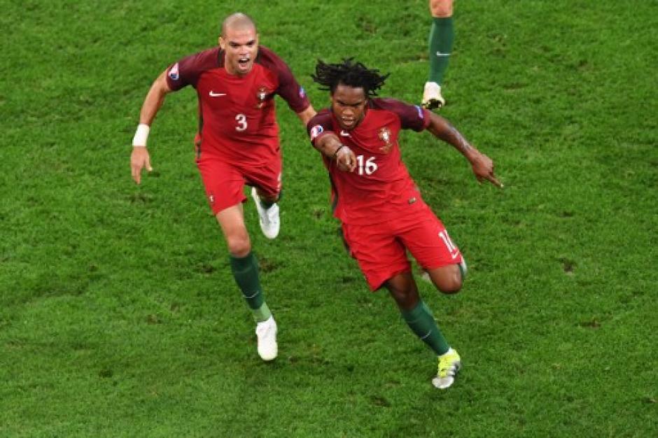 Sánchez celebró con todo el gol del empate ante los polacos. (Foto: AFP)