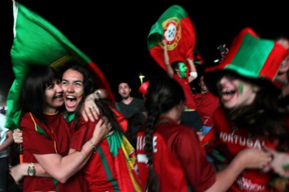 La afición lusa celebró en Francia. (Foto: AFP)