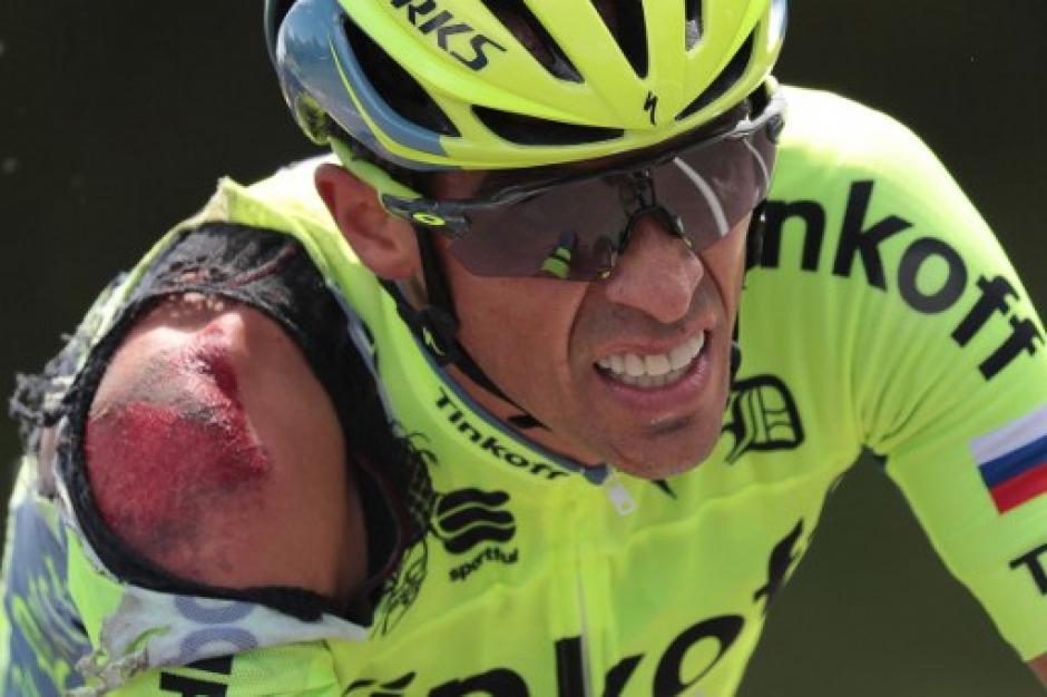 Alberto Contador sufrió una impresionante caída en el kilómetro 110 de la primera etapa del Tour. (Foto: AFP)