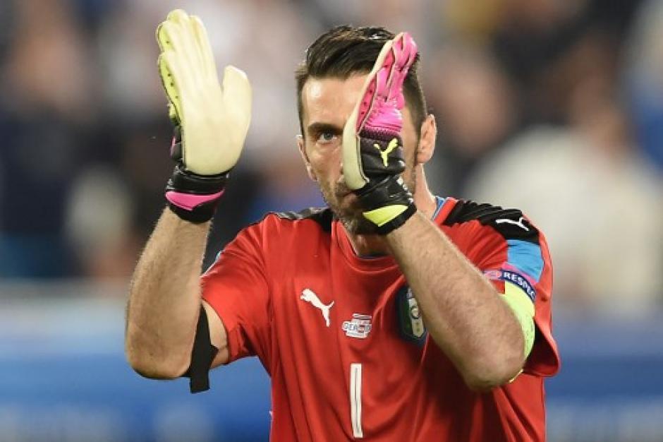 Buffon se despide de la Euro, fue figura de Italia pero no le alcanzó. (Foto: AFP)
