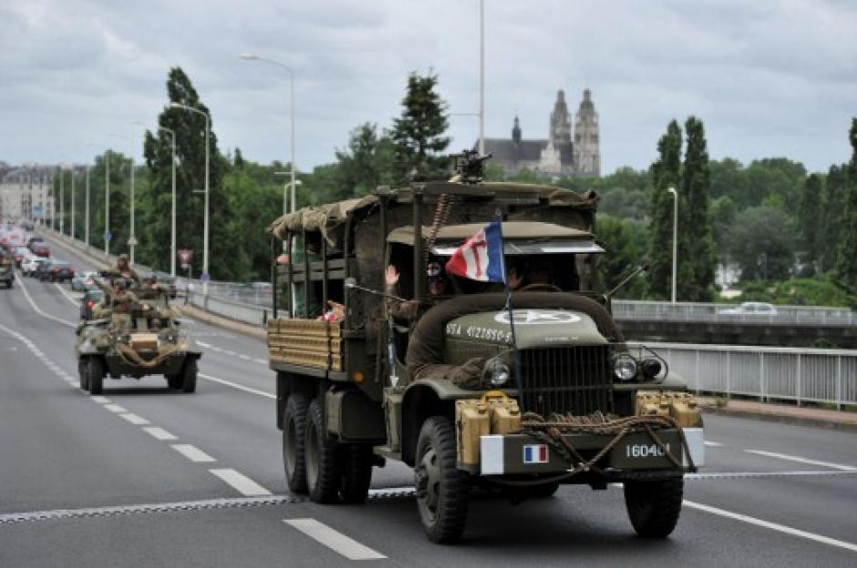 Un vehículo militar de antaño también robó miradas. (Foto: Guillaume Souvant/AFP)