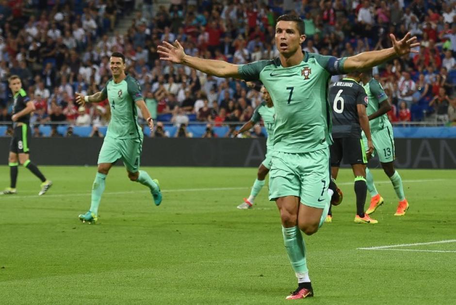 Cristiano Ronaldo anotó el primer gol de Portugal ante Gales. (Foto: AFP)