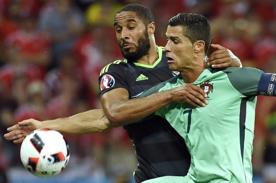 Ronaldo apareció en los momentos oportuno y puso a los lusos en la final de la Euro. (Foto: AFP)