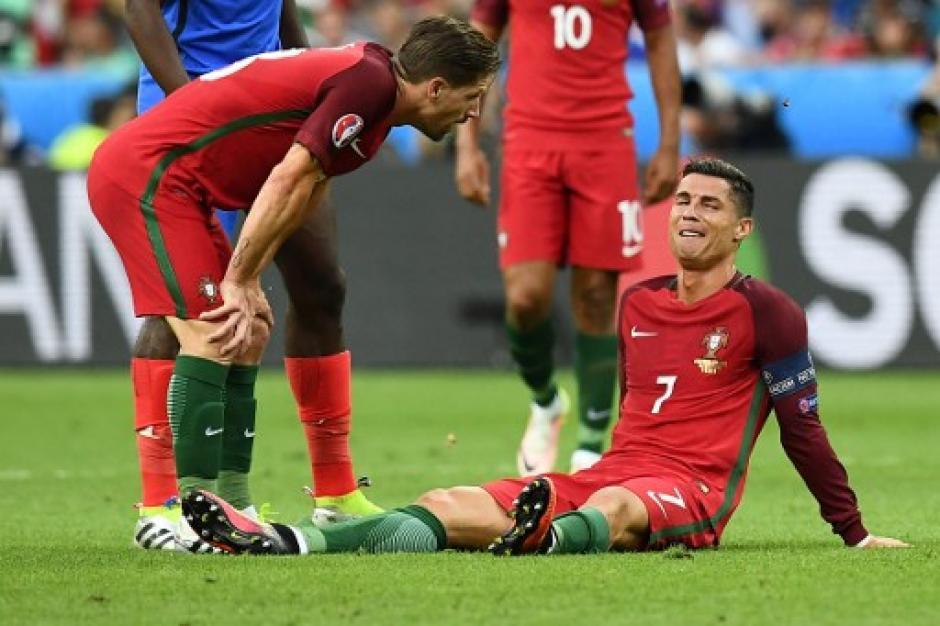 Cristiano Ronaldo se lesionó tras un choque con Payet. (Foto: AFP)