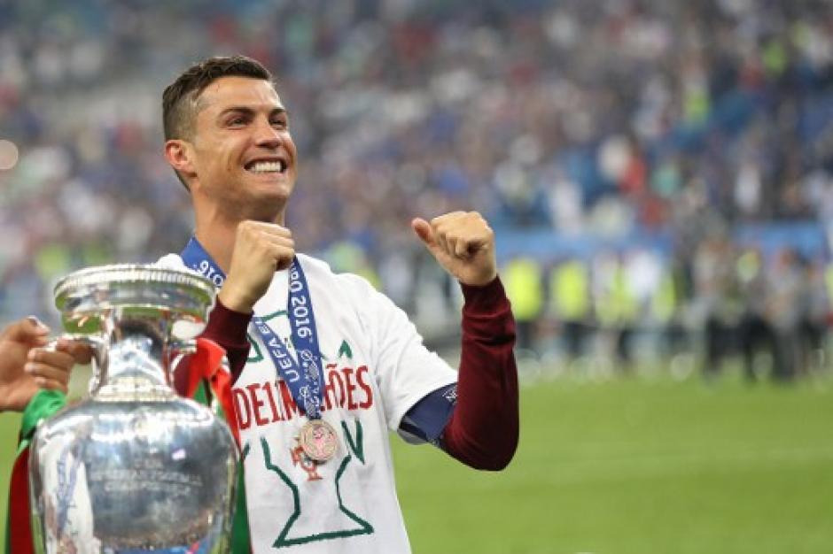 Cristiano celebró tras salir lesionado de la final. (Foto: AFP)