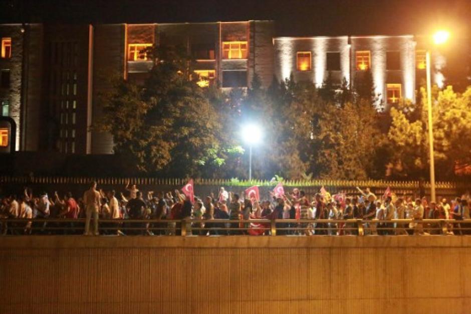 El pánico y la confusión se apoderó de los habitantes de Turquía. (Foto: AFP)