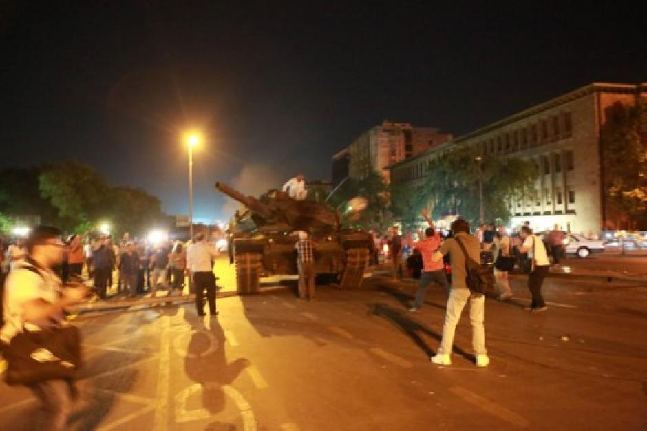 Muchos habitantes estaban preocupados o cedían al pánico. (Foto: AFP)