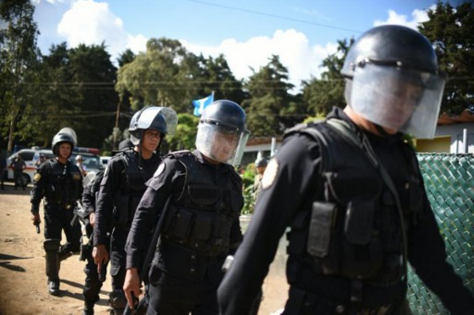 La PNC resguardó a fiscales y personal que realizó la requisa en Pavón. (Foto: AFP)
