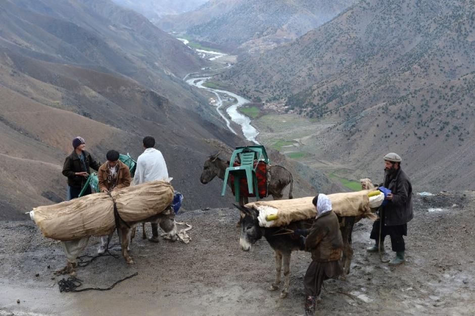 En los lugares más recónditos las papeletas electorales llegan en mulas o burros. Afganistán es uno de los lugares más escarpados del mundo. (Foto: AFP)