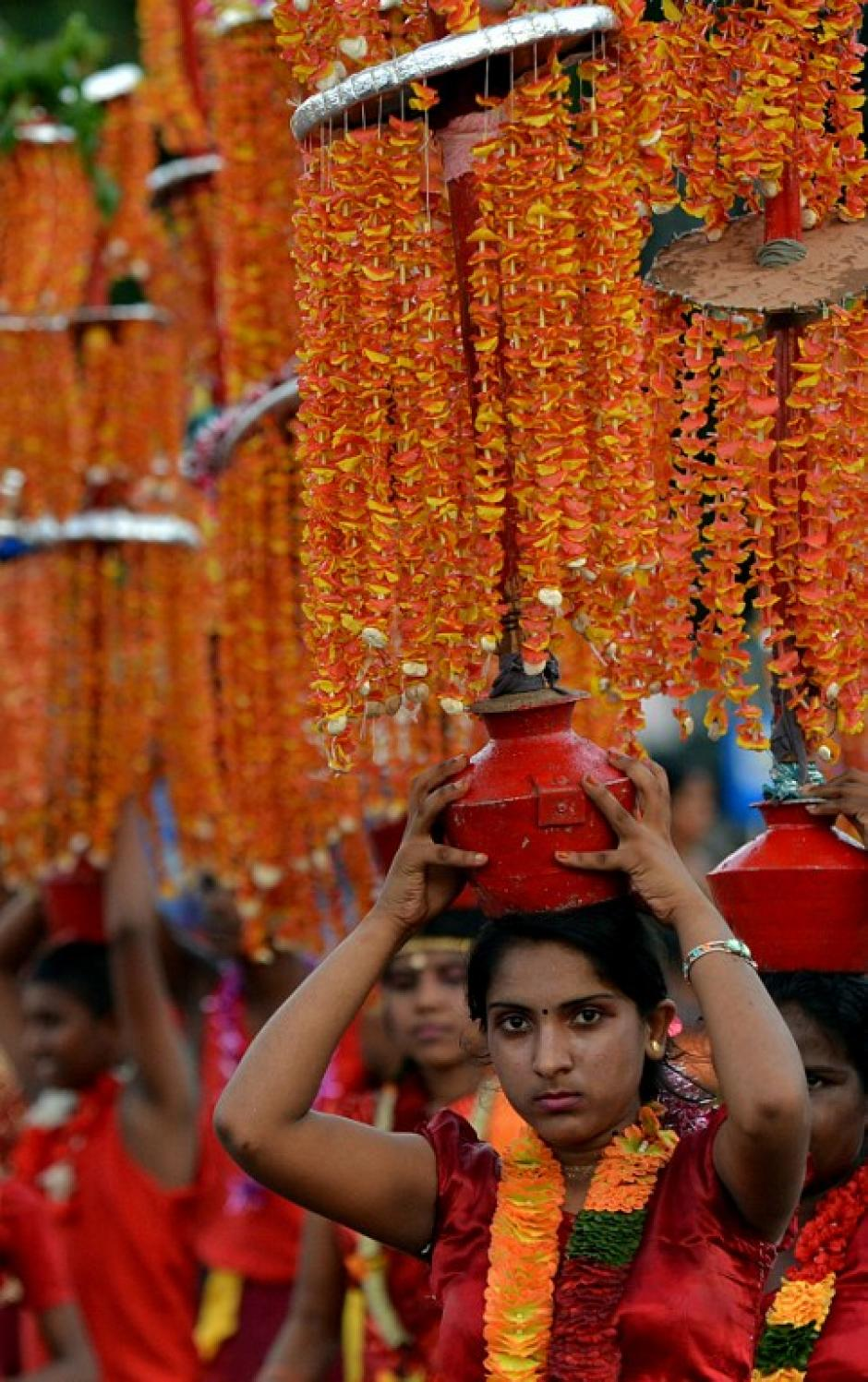 Una bailarina de Sri Lanka participa en una progubernamental manifestación del Primero de Mayo. (Foto:AFP)