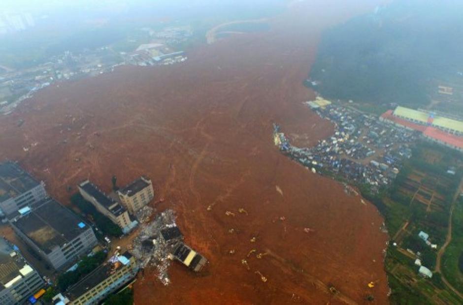 Fotografía aérea el sitio de un deslizamiento de tierra que afectó a un parque industrial se ve en Shenzhen, en la provincia de Guangdong , sur de China , el 21 de diciembre de 2015. (Foto: AFP)