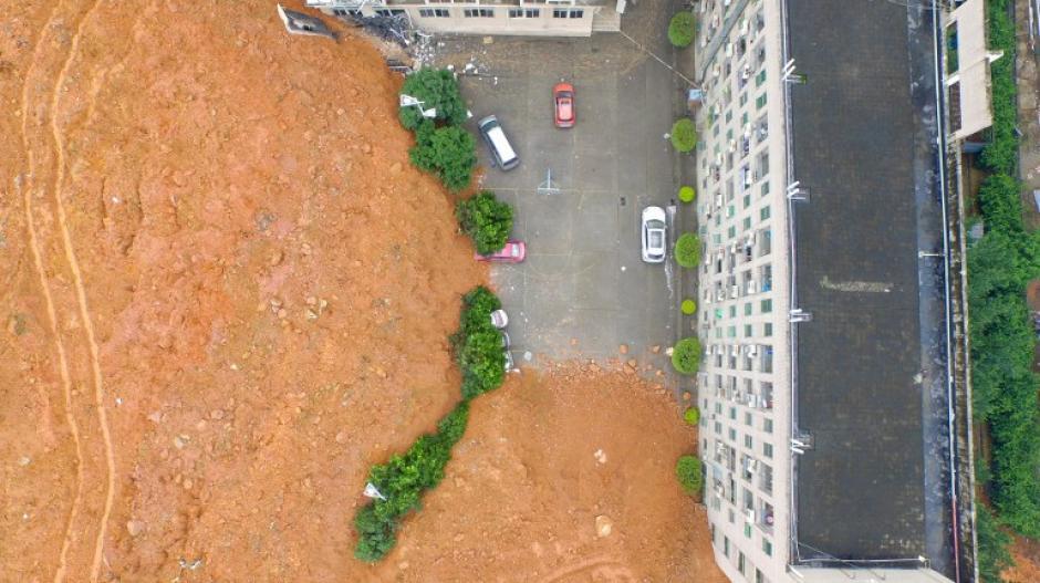Un deslizamiento de tierra que afectó a un parque industrial se ve en Shenzhen, en la provincia de Guangdong , sur de China , al menos 85 personas están desaparecidas. (Fotos: AFP)