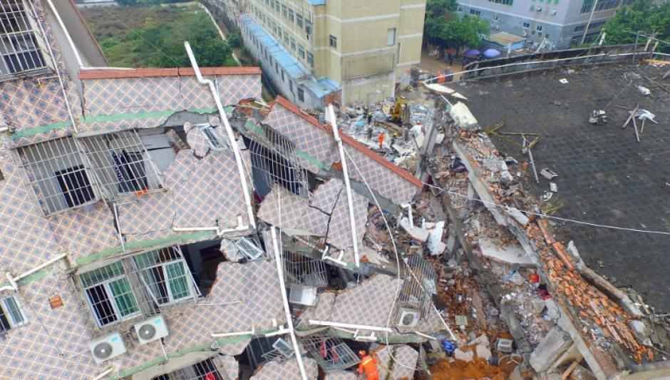 Al menos 25 personas continúan desaparecidas luego de un deslizamiento de tierras ocurrido enla provincia de Guangdong , sur de China , el 21 de diciembre de 2015. (Foto: AFP)