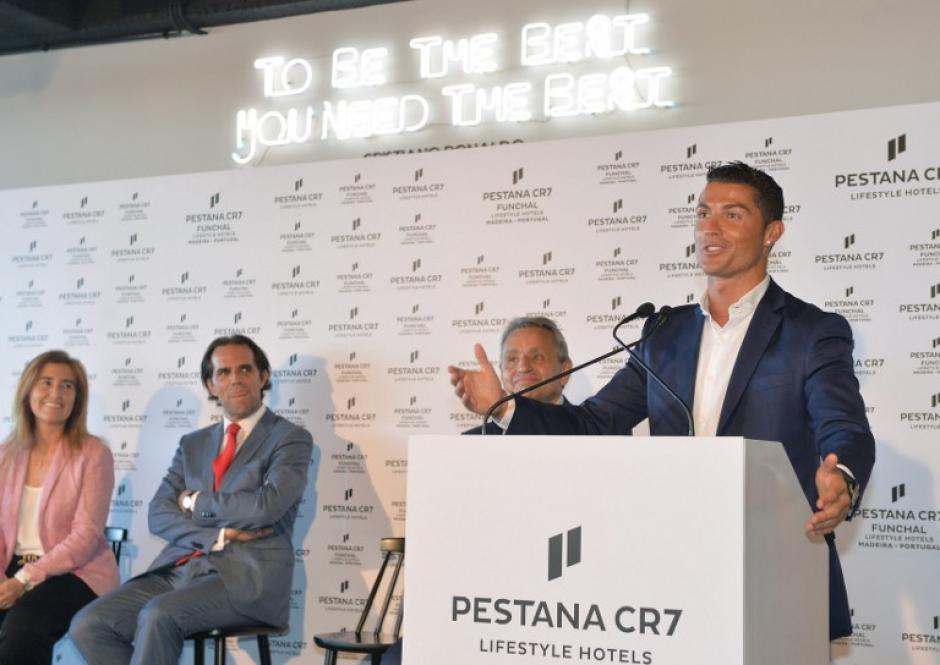 La estrella portuguesa dejó Ibiza para estar en la inauguración de su nuevo complejo hotelero. (Foto: AFP)
