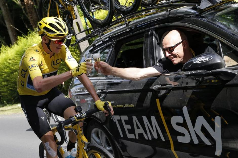 Froome asegura que sin el equipo hubiera sido imposible. (AFP)