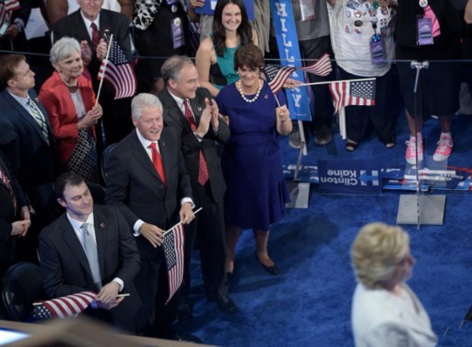 Hillary fue ovacionada al presentarse en la convención. (Foto: AFP)