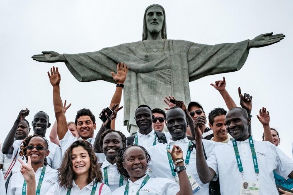 Los atletas refugiados visitaron el fin de semana el Cristo Redentor, de Río de Janeiro. (Foto: AFP)