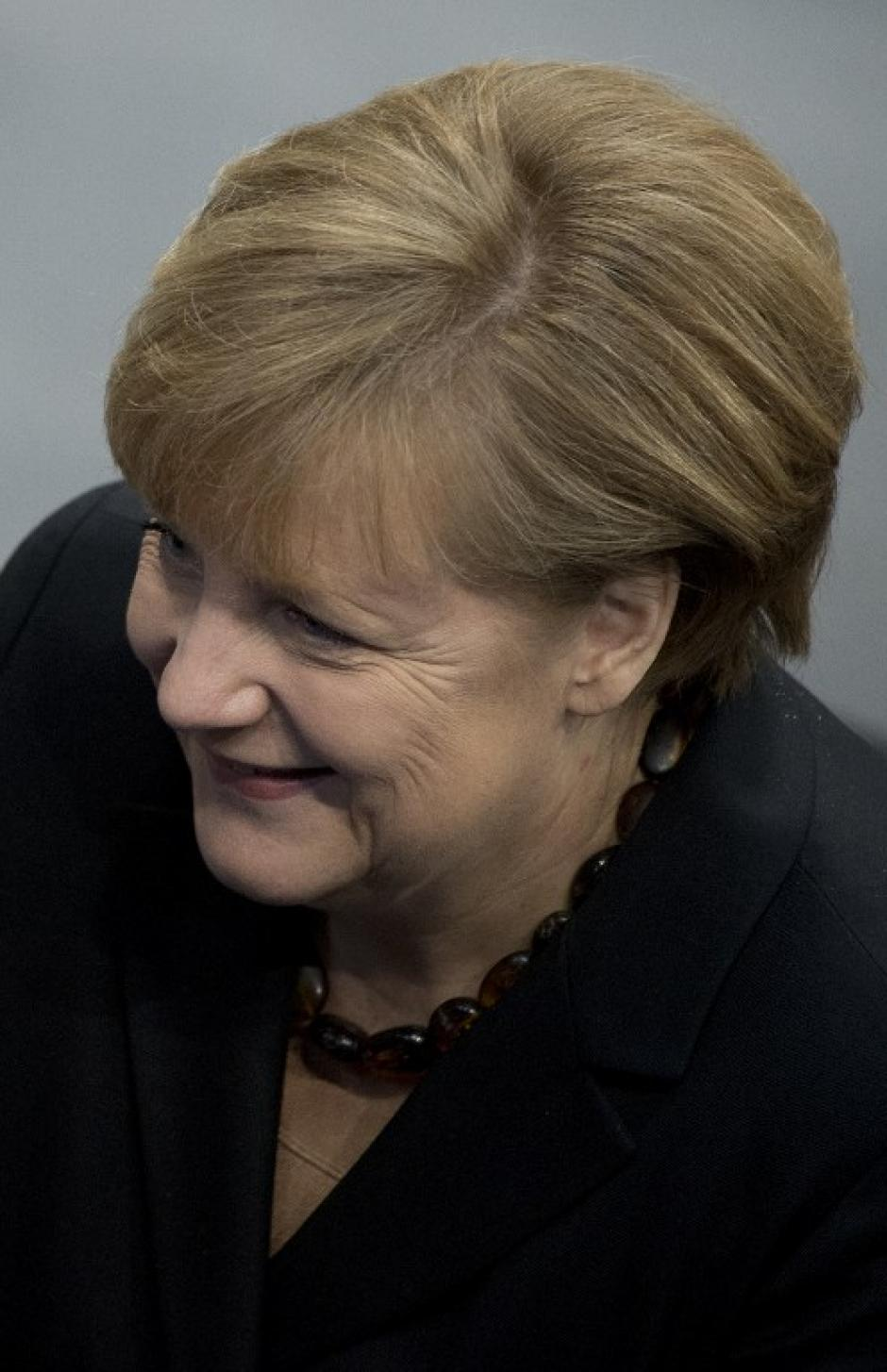 """La sonrisa de la canciller al visitar la Cámara Baja del Parlamento """"Bundestag"""". Foto AFP"""