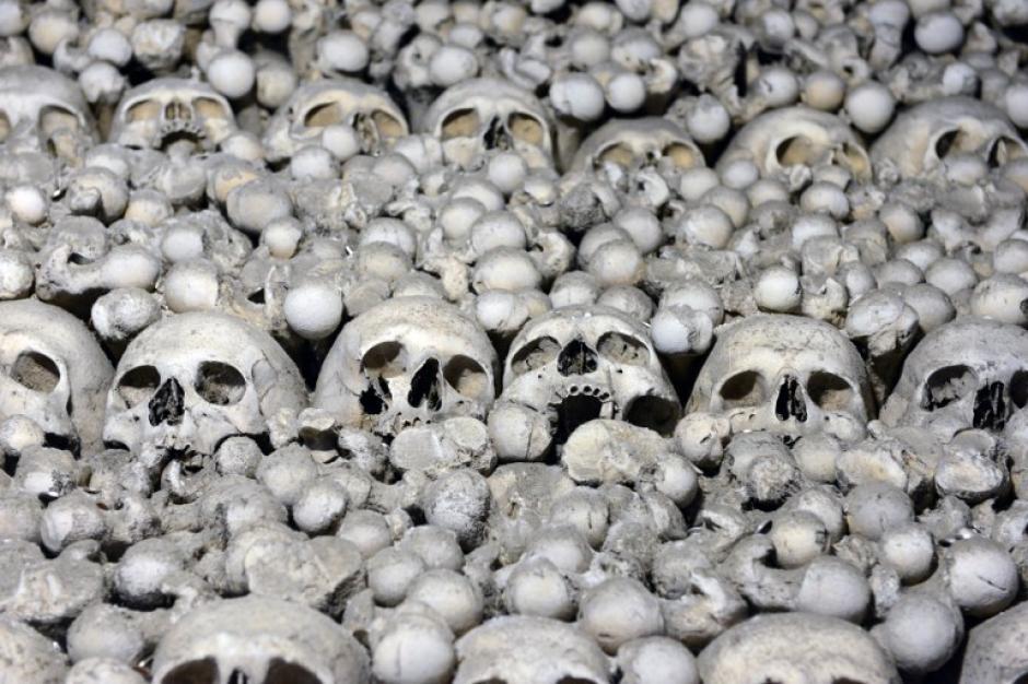 A tan sólo una hora de Praga se encuentra este enclave de la historia de Bohemia: una capilla repleta de huesos y calaveras humanas. (Michal Cizec/AFP)