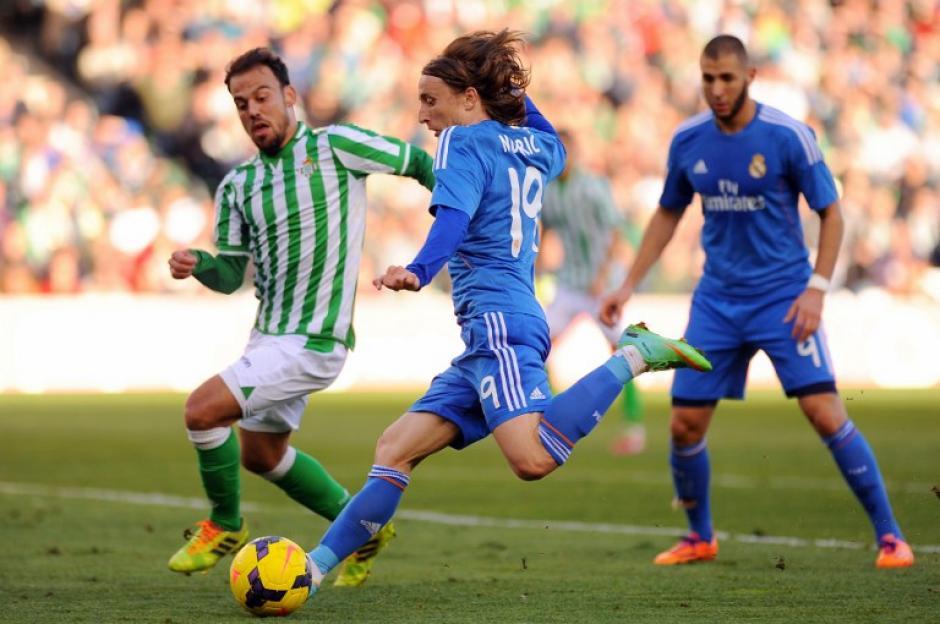 El croata Luka Modric dominó la media cancha en Sevilla. (AFP)